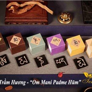 Đàn hương hình chữ Om Mani Padme Hūm